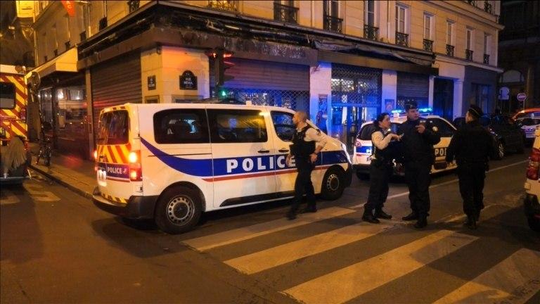 Ataque em Paris deixa quatro pessoas feridas