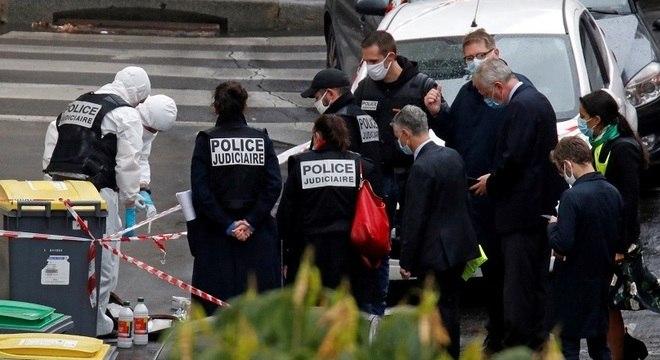 Duas pessoas ficaram feridas no ataque a facas na capital francesa