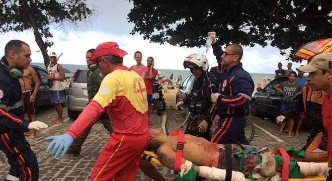 Um homem foi atacado na praia de Piedade, em Pernambuco, no domingo (15)