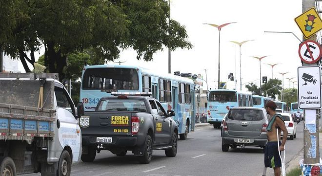 Homens da Força Nacional de Segurança fazem ronda pelas ruas de Fortaleza