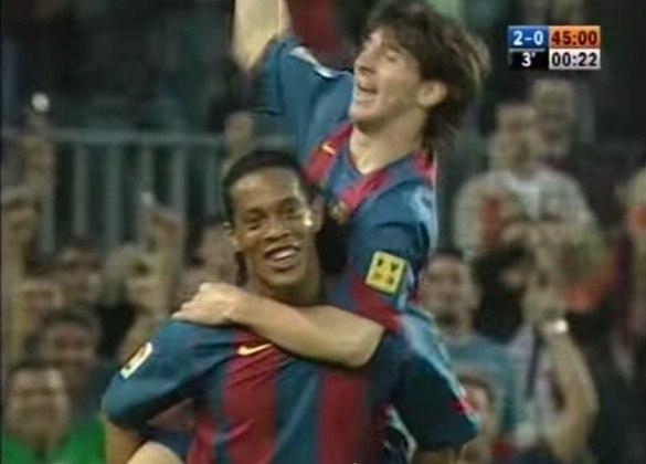 Até que em 2003, o treinador holandês Frank Rijkaard, que dirigia o Barcelona na época, relacionou Messi em um amistoso contra o Porto com apenas 16 anos. Logo depois, o craque ingressou no time principal, estreou contra o Espanyol (no dia 16/10/2004) e marcou seu primeiro gol com a camisa da equipe contra o Albacete, após passe de nada menos que Ronaldinho Gaúcho, craque do time na época, no dia 1/5/2005.