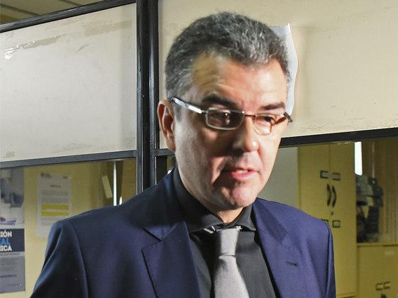 Até que trinta e dois dias depois, em 7 de abril, a prisão domiciliar foi concedida pelo juiz paraguaio Gustavo Amarilla. A decisão foi aceita após o pagamento de uma fiança no valor de 1,6 milhão de dólares (R$ 8,3 milhões).