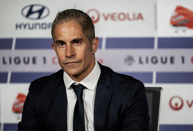 Até um técnico, Sylvinho, já dirigiu o clube. Isso foi em 2019, mas este não teve grande sucesso...