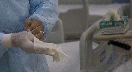 Nos hospitais, segue o atendimento aos pacientes de Covid-19