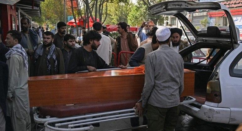 Número de mortos devido a atentado em Cabul sobe para 161