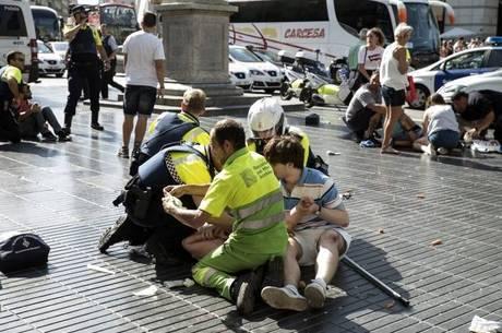 Van foi jogada contra pedestres em Barcelona
