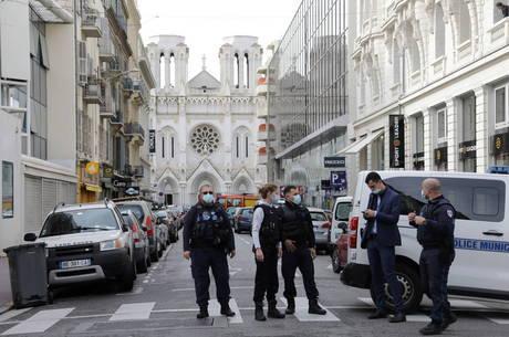 Polícia francesa prende suposto cúmplice de agressor