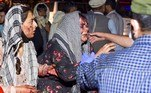 Duas explosões nos arredores do aeroporto de Cabul, no Afeganistão, deixaram centenas de mortos e feridos durante operações de retirada de civis do país que foi dominado pelo Talibã no dia 15 de agosto