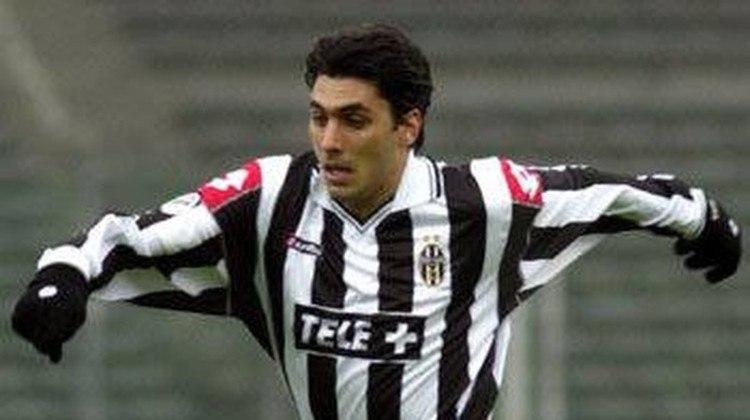 Athirson - lateral-esquerdo - 2000/2001 - 5 jogos e 0 gols - Clubes no Brasil: Flamengo, Cruzeiro, Botafogo, Brasiliense, Portuguesa e Duque de Caxias