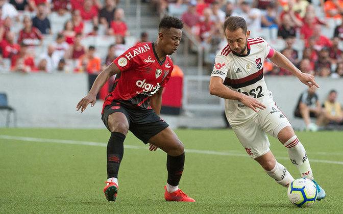 ATHLETICO-PR 0x2 FLAMENGO - Sob o comando de Jorge Jesus, o Flamengo pôs fim a uma escrita de 45 anos sem vencer na Arena da Baixada: 2 a 0 sobre o Athletico-PR.