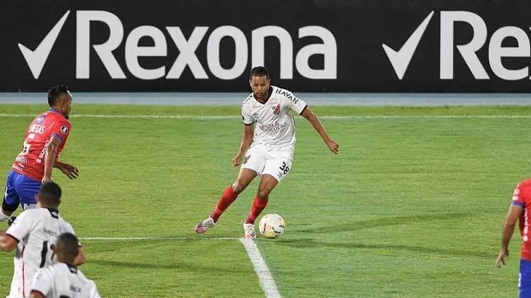 Athletico-PR: 9 vitórias- Na atual edição, o Athletico é o primeiro colocado do grupo C, com 6 pontos