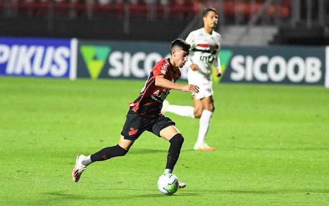Athletico-PR - Cittadini, Geuvânio e Bissoli criaram as melhores chances da equipe no primeiro tempo, mas todos foram sacados por Dorival Junior em alterações cautelosas que acabaram custando ao time o domínio das ações e a quarta derrota seguida.