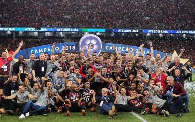 Athletico-PR: O Furacão tem 2 títulos internacionais (1 Copa Sul-Americana e 1 Copa Levain)