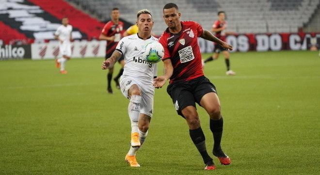 Vargas teve dois gols anulados e um válido no jogo contra o Furacão