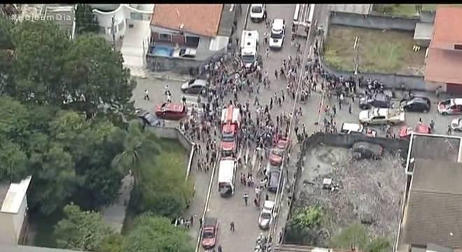 Atiradores disparam contra alunos e uma funcionária em Suzano