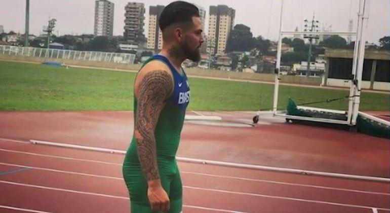 Detran-SP afasta funcionário que apontou arma para o atleta paralímpico Alan Fonteles