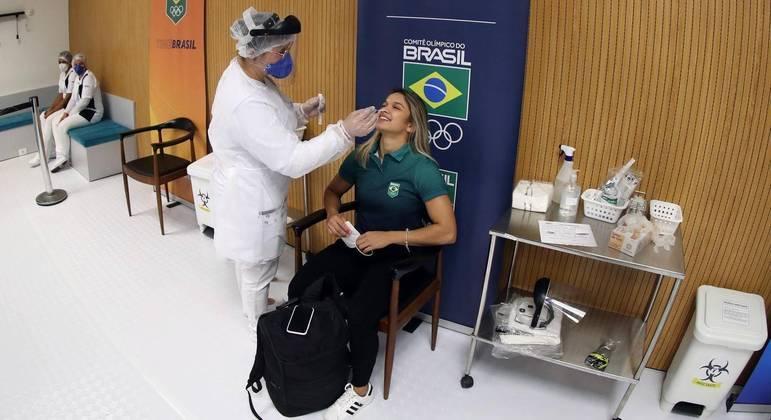 Atletas estão passando por vários testes de covid-19 antes da Olimpíada