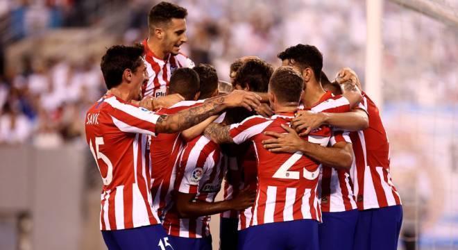 Jogadores do Atlético celebram gol na vitória sobre o Real