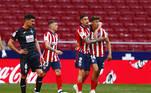 O Atlético de Madrid acabou com a seca de vitórias pelo Campeonato Espanhol. A equipe de Diego Simeone aplicou sonora goleada por 5 a 0 no lanterna Eibar e abriu provisoriamente quatro pontos da liderança. A missão agora é secar o rival Real Madrid que visita o Getafe ainda neste domingo para encerrar a 33.ª rodada, que foi antecipada graças à final da Copa do Rei, disputada no sábado e que terminou com título do Barcelona sobre o Athletic de Bilbao