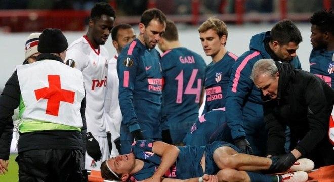Filipe Luis deixa o campo após sofrer lesão na goleada do Atlético de Madrid 0d3a96eefc004