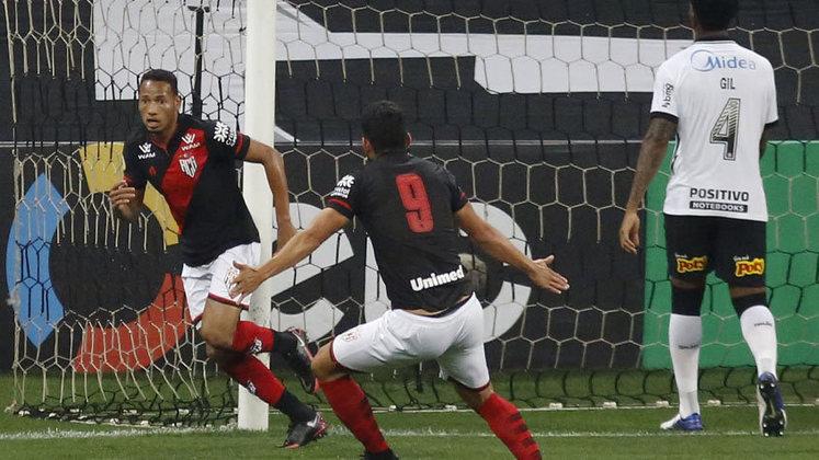Atlético-GO: cenário 2 (com transferências de atletas) - Receitas: R$ 51 milhões - Folha salarial: R$ 31 milhões - Receitas x Folha (em %): 60% - Conclusão: abaixo do fair play financeiro.