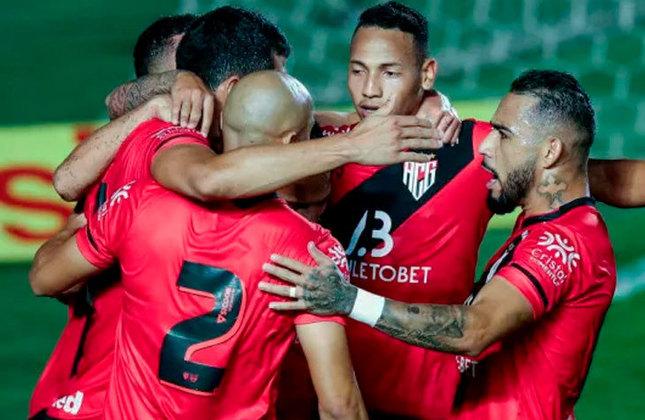 Atlético-GO - SOBE: André Luis - Foi a principal arma ofensiva do Dragão e fez a jogada do gol marcado por Matheus Barbosa. // DESCE: Wanderson - O zagueiro estava confuso nas jogadas aéreas e rebateu mal algumas bolas.