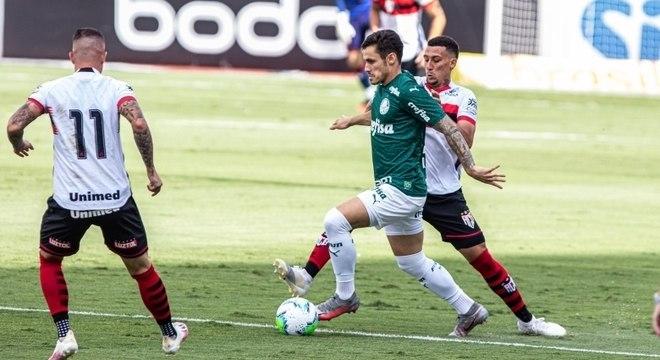 Palmeiras bate Atlético-GO e quebra sequência de 4 derrotas no Brasileirão
