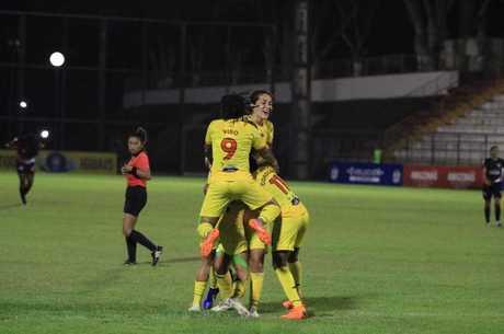 Jogadoras do Atlético Huila comemoram classificação