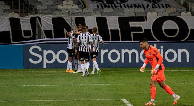 Alan Franco marcou dois gols no primeiro tempo da vitória do Atlético-MG