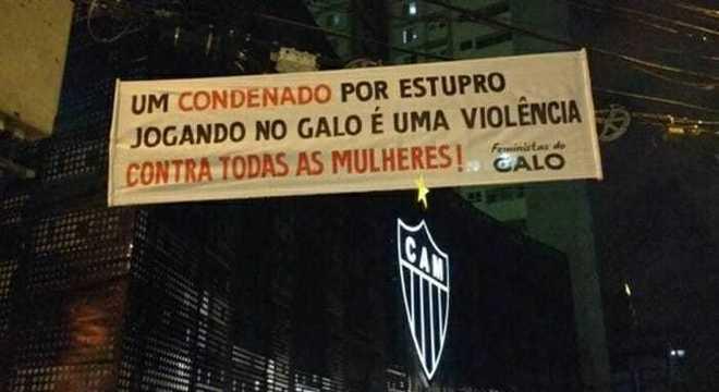 Protesto em Belo Horizonte. Por Robinho no Atlético Mineiro