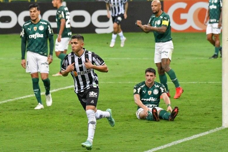 Savarino se aproveitou muito bem da pressão atleticana. Marcou os dois gols do jogo