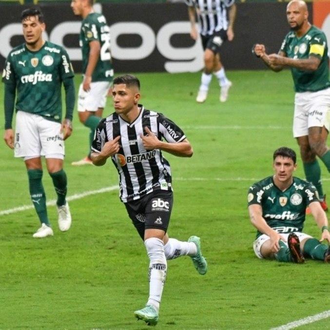 Venezuelano Savarino fez os 2 gols da vitória do Galo sobre o Palmeiras