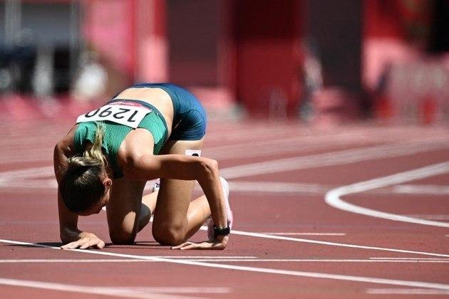 ATLETISMO - A brasileira Tatiane Raquel da Silva conseguiu neste sábado o recorde brasileiro nos 3.000m com obstáculos, com o tempo de 9m36s43, mas não se classificou para a final dos Jogos Olímpicos de Tóquio. Ela terminou na sétima posição na série, e em 28º no geral, enquanto a outra brasileira na prova, Simone Ferraz, ficou para trás com o tempo de 10m00s92, em 14º e último lugar (38º geral). Lucas Carvalho ficou na sétima colocação em sua bateria dos 400m e foi eliminado. Já Eliane Martins ficou em oitavo no salto em distância feminino, no grupo B da eliminatória e teve 6,43m de marca, obtida no segundo salto logo após queimar a primeira tentativa. Ela ainda saltou 6,38m na rodada final, mas não conseguiu se classificar