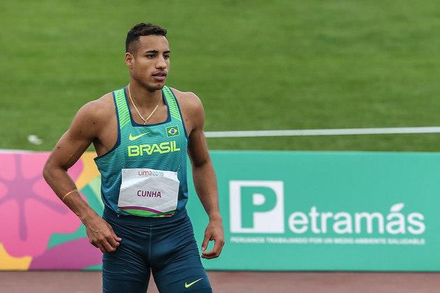 Atletismo: às 21h, Almir Júnior (foto), Mateus Sá e Alexsandro Melo participam das eliminatórias do salto triplo.