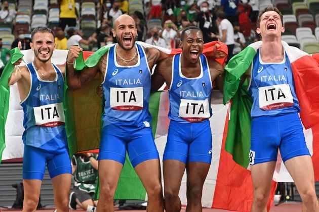 ATLETISMO - Já no revezamento 4x100m masculino, os italianos surpreenderam novamente e conquistaram a medalha de ouro. A equipe da Itália contava com Lamont Marcell Jacobs, que conquistou o ouro nos 100m rasos masculino, terminou a prova em 37s50, somente um centésimo na frente da Grã-Bretanha. O Canadá levou o bronze.