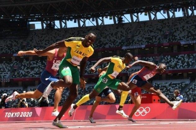 ATLETISMO - Na prova dos 110m com barreira dos Jogos Olímpicos quem levou a melhor foi o jamaicano Hansle Parchment. Grant Holloway, dos Estados Unidos, ficou com a prata, enquanto Ronald Levy, também da Jamaica, conquistou o bronze. Já no salto triplo, o ouro ficou com o português Pedro Pichardo. Zhu Yaming, da China, e Hugues Fabrice Zango, de Burkina Faso.