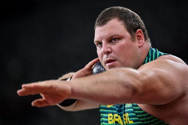 ATLETISMO - O brasileiro Darlan Romani garantiu vaga na final do arremesso de peso. O catarinense venceu a sua bateria com a marca de 21m31.