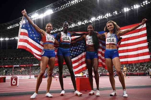 ATLETISMO - O Estados Unidos conquistou a medalha de ouro no revezamento 4x400m feminino. É o sétimo ouro consecutivo do país norte-americano nesta prova em Olimpíadas. A Polônia ficou com a medalha de prata, enquanto a Jamaica completou o pódio.