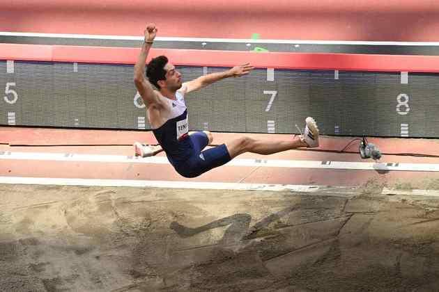 ATLETISMO - O grego Miltiadis Tentoglou conquistou a medalha de ouro no salto em distância após atingir a marca de 8,41m. O grego superou os cubanos Juan Miguel Echevarría (8,41m), que ficou com a prata, e Maykel Massó (8,21m), que foi bronze.