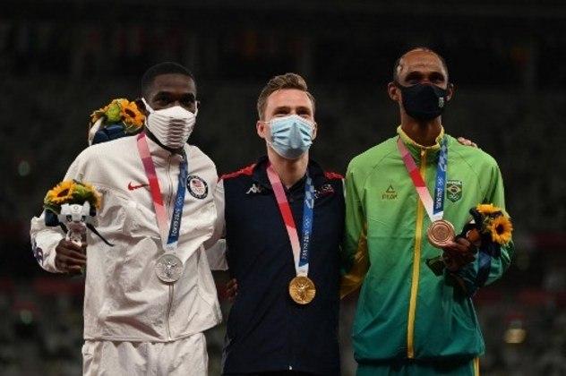 ATLETISMO - O ouro ficou com o norueguês Karsten Warholm, que quebrou o recorde mundial (45s94), enquanto o americano Rai Benjamin (46s17) ficou com a medalha de prata.