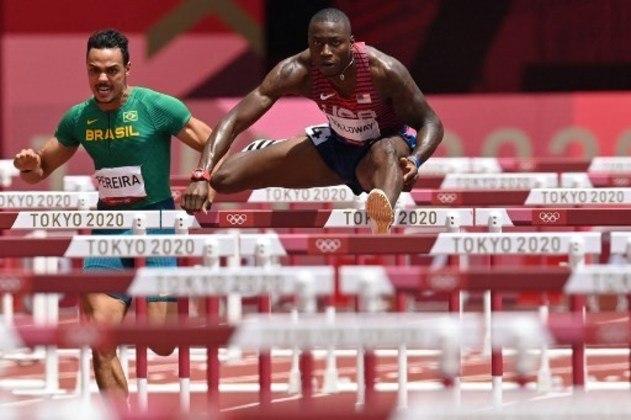 ATLETISMO - Os brasileiros Gabriel Constantino e Rafael Pereira (Foto) não conseguiram avançar à final da prova dos 110m com barreiras, nos Jogos Olímpicos de Tóquio. Ambos não tiveram tempos suficientes para classificação. O primeiro foi o oitavo colocado em sua bateria, com tempo de 13s89. Já o segundo ficou em sexto com 13s62 em sua sessão.
