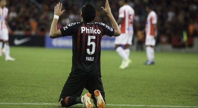 Pablo comemora gol na final contra o Junior Barranquila, em Curitiba
