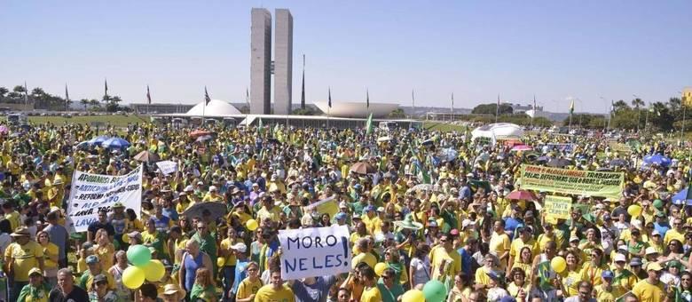 Ato em Brasília mostrou apoio a Bolsonaro, Moro e reformas do governo