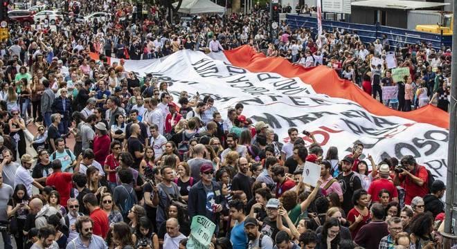 Manifestantes ecléticos se mobilizam contra os contingenciamentos na educação