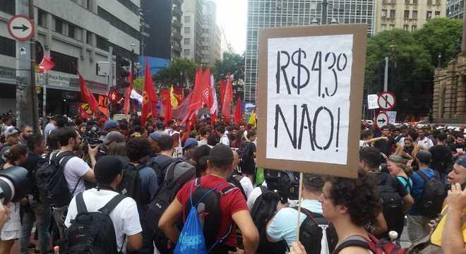 Grupo se reuniu próximo ao Teatro Municipal no centro de São Paulo