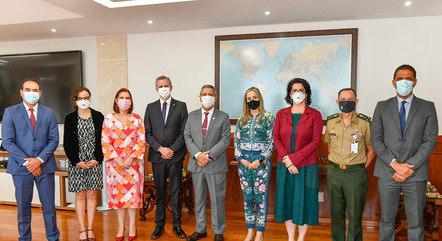 Participantes do ato de entrega de assinaturas em Brasília