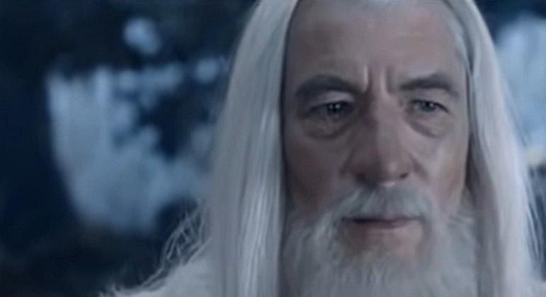Ator que ficou com o papel e teve sucesso com seu desempenho no filme: Ian McKellen