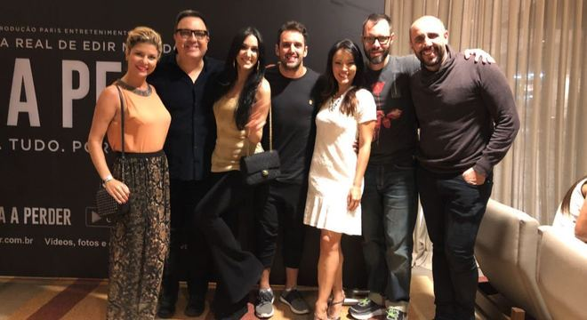 Atores da Record TV marcaram presença na pré-estreia de Nada a Perder, no Rio