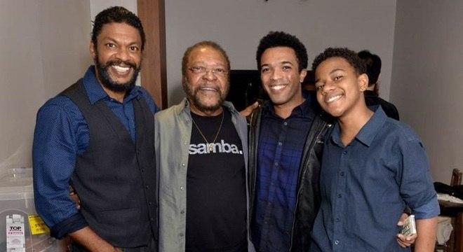 Martinho posa ao lado dos atores Nill Marcondes, Junior Vieira e Victor Hugo
