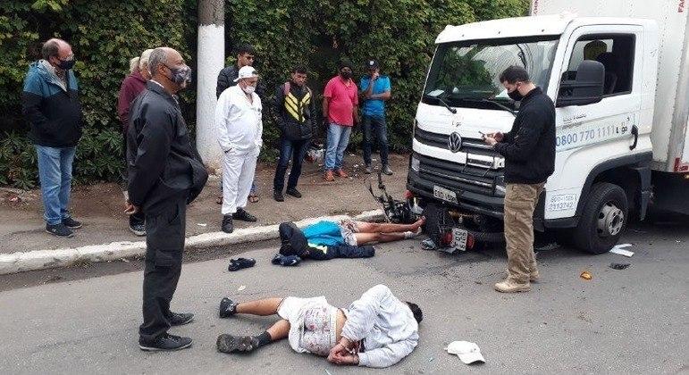 Caminhoneiro vê tentativa de assalto em SP e atropela suspeitos no Jaguaré